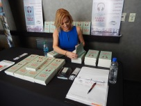 autograph-at-my-table